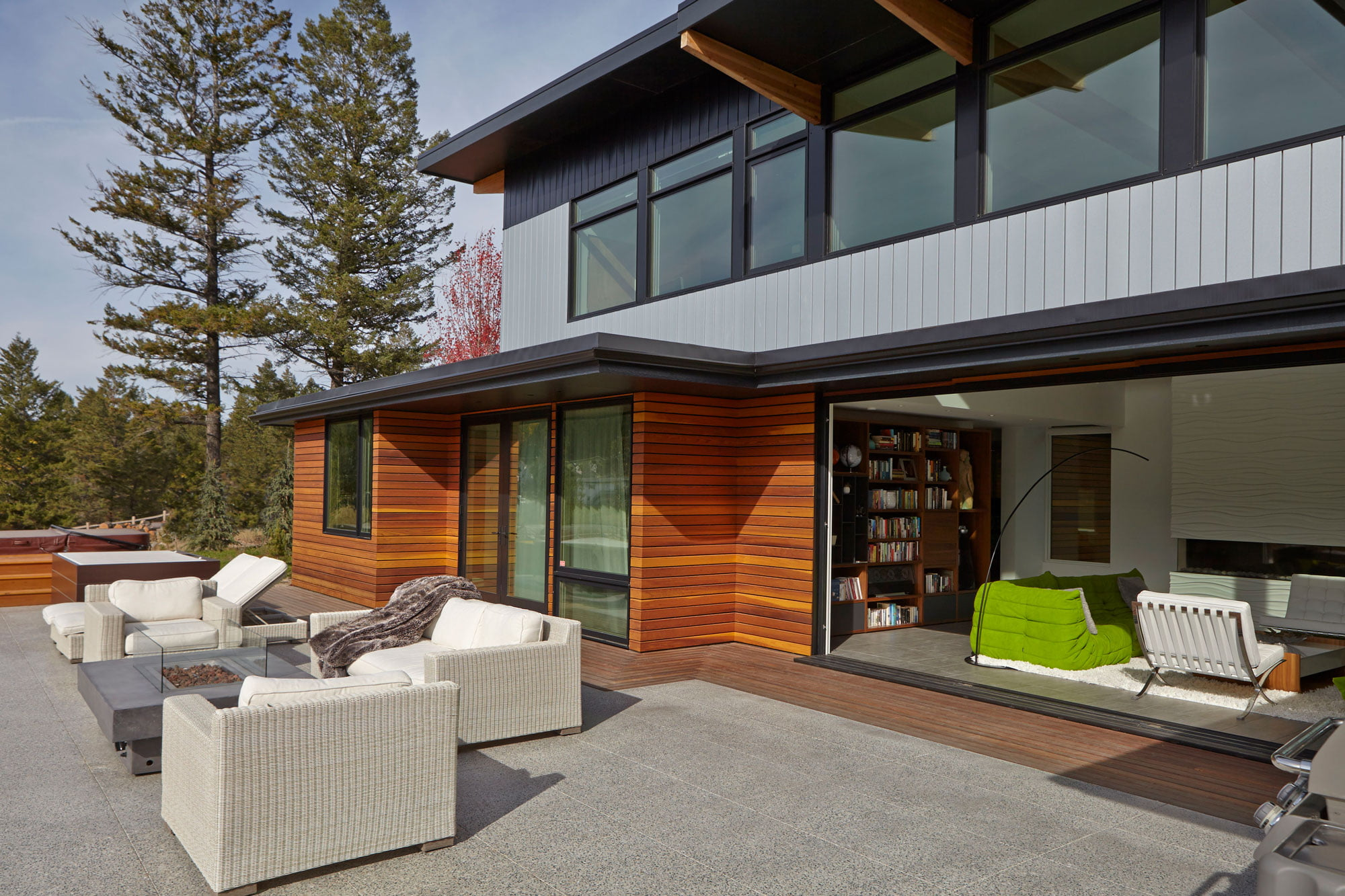 lindal-cedar-homes_stunning-modern-home_state-of-the-art-53